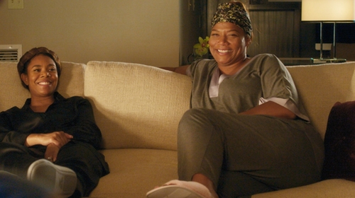 Queen Latifah with Acorn 'Waffle Spa Slide' Slippers in Girls Trip