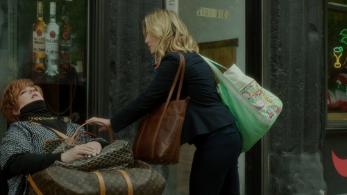 Kristen Bell with Vera Bradley Citrine with Paisley in Paradise Mesh Tote Bag in The Boss