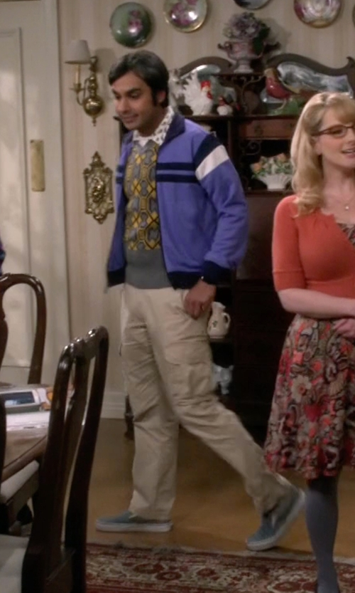 Kunal Nayyar with Vans Cheap Vans Classic Slip-On Shoes in The Big Bang Theory