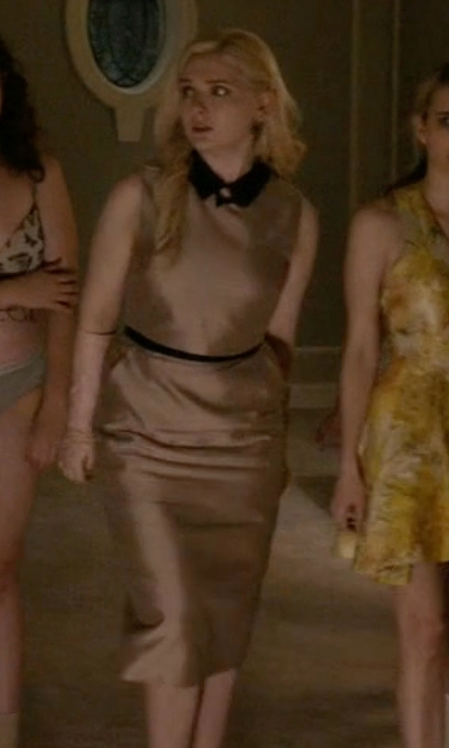 Abigail Breslin with RW & Co Sleeveless Flare Dress With Contrast Collar in Scream Queens