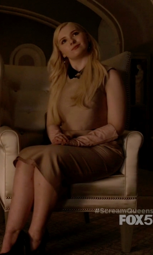 Abigail Breslin with Barneys New York Shearling-Lined Long Gloves in Scream Queens