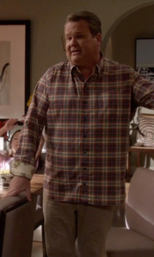 Eric Stonestreet with Cruna Casual Pants in Modern Family
