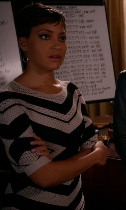 Cush Jumbo with Karen Millen Chevron Stripe Knit Dress in The Good Wife