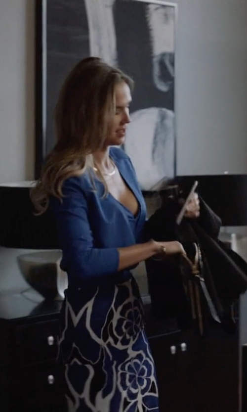 Arielle Kebbel with Apple iPhone 6 Plus in Ballers