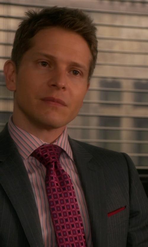 Matt Czuchry with Charvet Medallion Pattern Silk Tie in The Good Wife