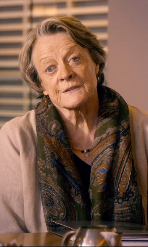 Maggie Smith with Ginette NY Black Moon Onyx Boulier Necklace in The Second Best Exotic Marigold Hotel