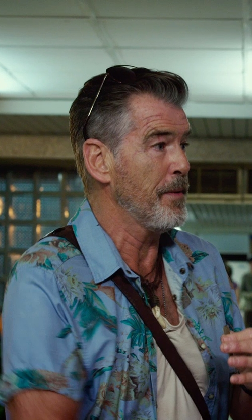 Pierce Brosnan with Inblue Jewelry Leather Pendant Necklace Silver White Wolf Tooth in No Escape