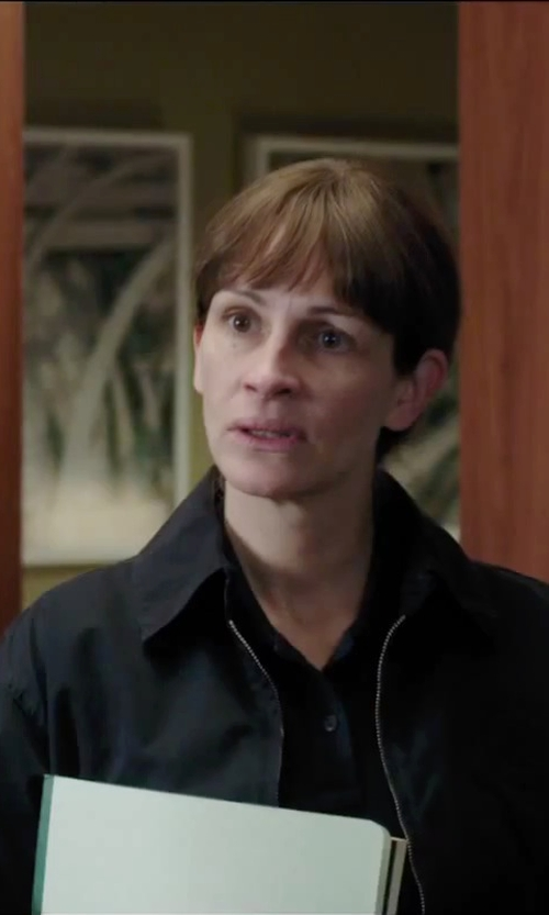 Julia Roberts with The North Face K Jacket in Secret in Their Eyes