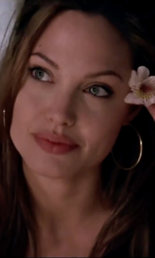 Angelina Jolie with Herve Van Der Straeten Epure Gold-Plated Simple Tube Hoop Earrings in Mr. & Mrs. Smith