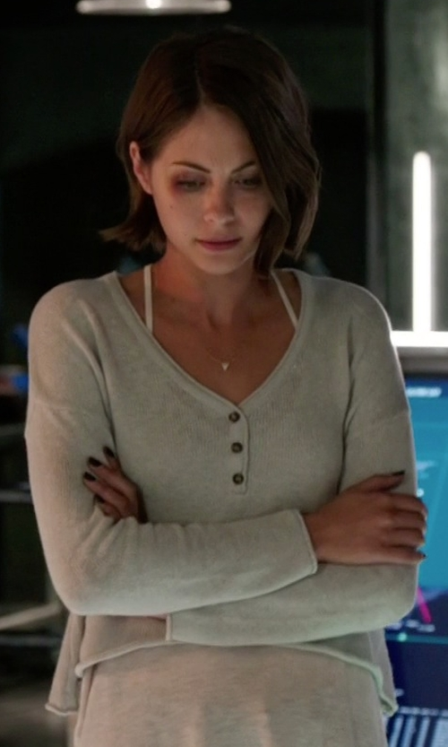 Willa Holland with Urban Outfitters Mouchette Cropped Henley Top in Arrow