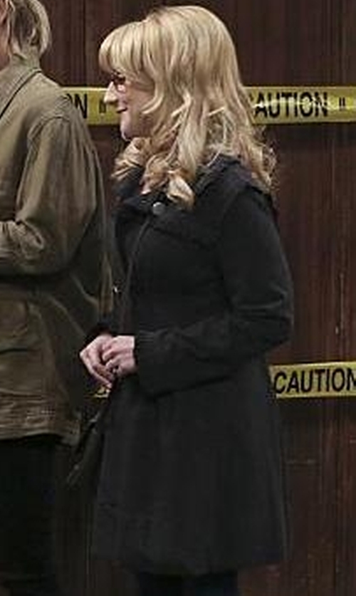 Melissa Rauch with Romwe Long Sleeve Epaulet Tie-Waist Trench Coat in The Big Bang Theory