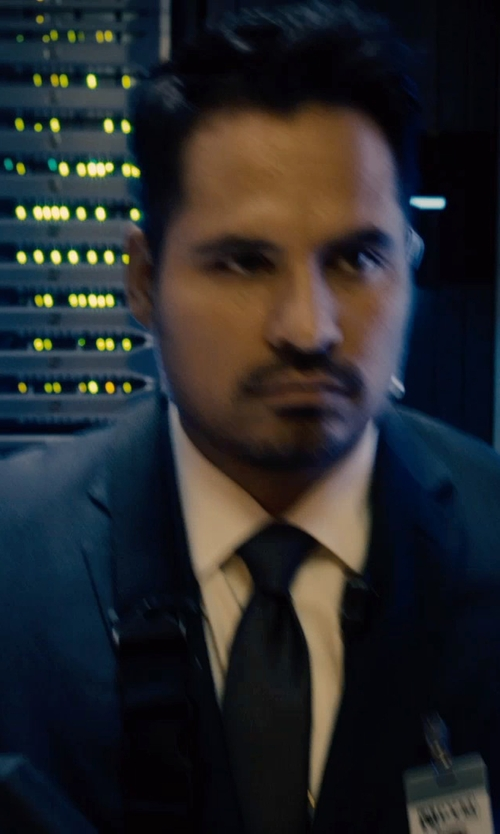 Michael Peña with Manuel Ritz Slim Fit Techno Wool Suit in Ant-Man