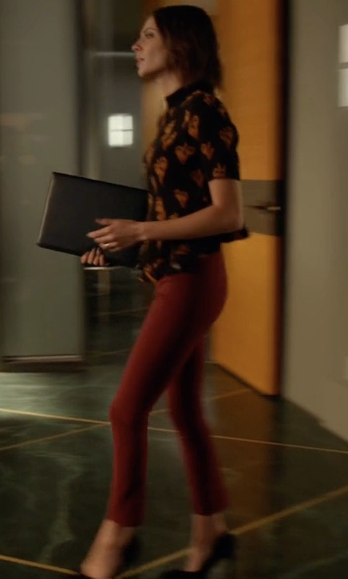 Willa Holland with Theory Navalane Becker Skinny Pants in Arrow