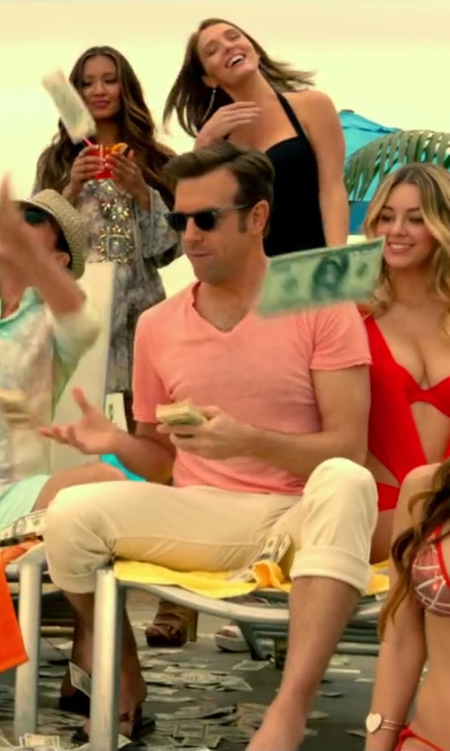Jason Sudeikis with Red Jacket V-Neck T-Shirt in Horrible Bosses 2