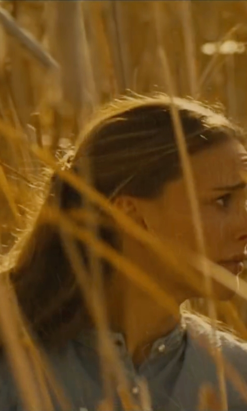 Natalie Portman with Levi's Collarless Chambray Shirt in Jane Got A Gun
