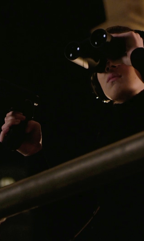 Hailee Steinfeld with Hausbell Orbiter Electronic Listening Device in Barely Lethal