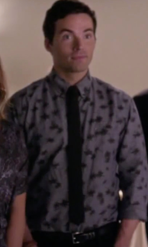 Ian Harding with Trafalgar Men's Italian Calf Belt in Pretty Little Liars