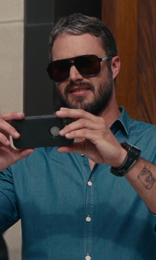 Taylor Kinney with Apple iPhone 5s in The Other Woman