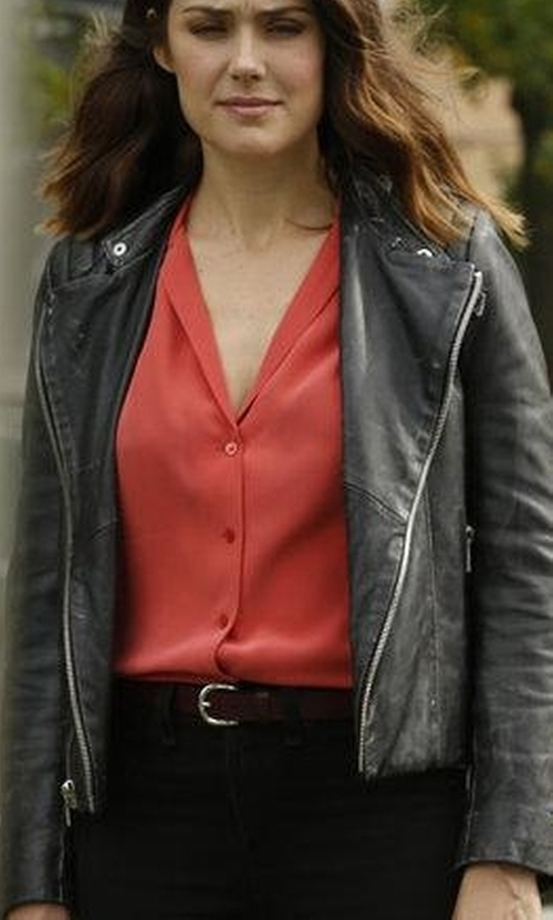 Megan Boone with Dsquared2 Standard Leather Belt in The Blacklist