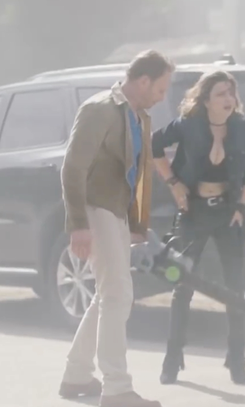 Ian Ziering with Tommy Hilfiger Men's Chino Pants in Sharknado 4: The Fourth Awakens