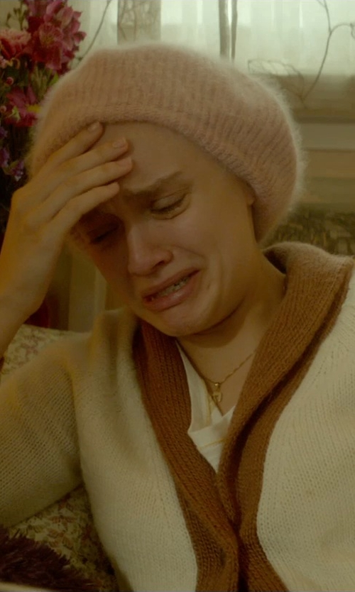 Olivia Cooke with Caphouse Knit Beret Winter Beanie Hat in Me and Earl and the Dying Girl