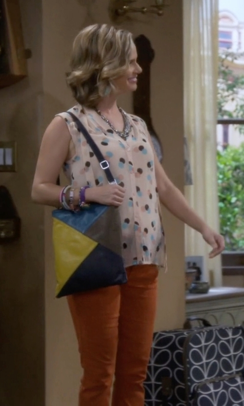 Andrea Barber with Ili Colorblock Cross-Body Handbag in Fuller House