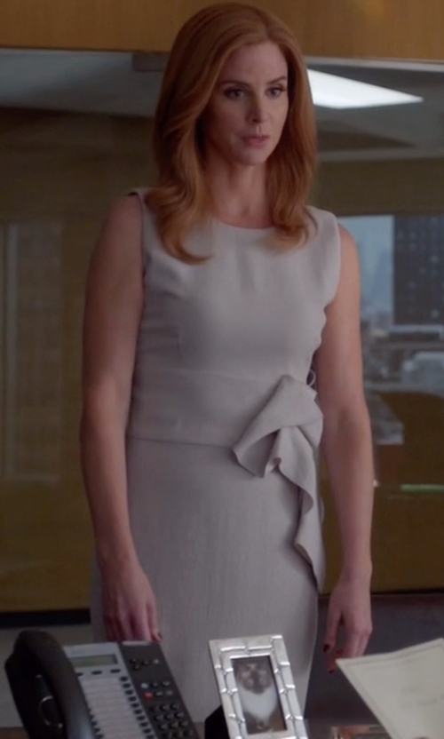 Sarah Rafferty with Bottega Veneta Crepe Dress in Suits