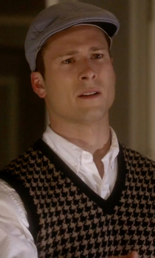 Glen Powell with Barneys New York Cashmere Ivy Cap in Scream Queens