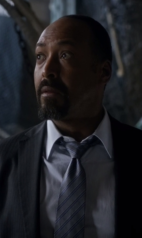 Jesse L. Martin with Kiton Textured Diagonal-Stripe Tie in The Flash