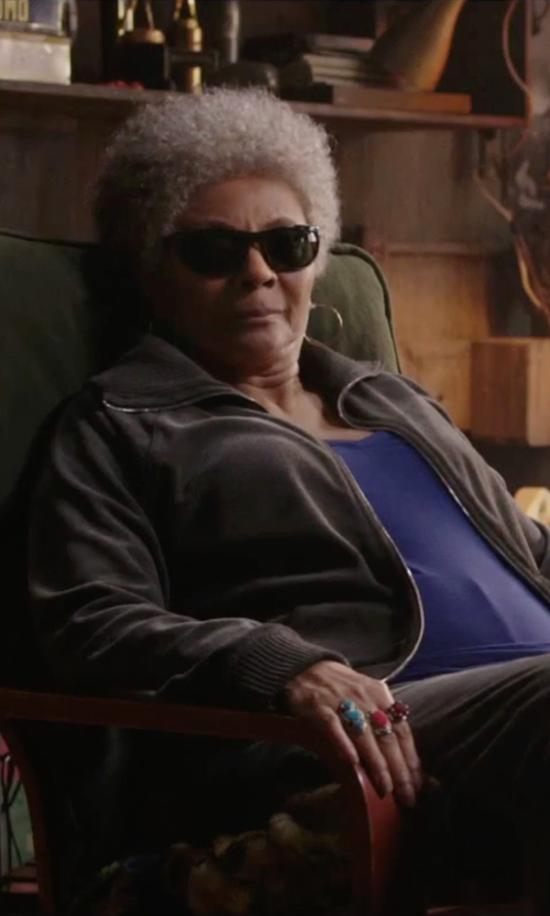 Leslie Uggams with Tory Burch Stone Statement Ring in Deadpool