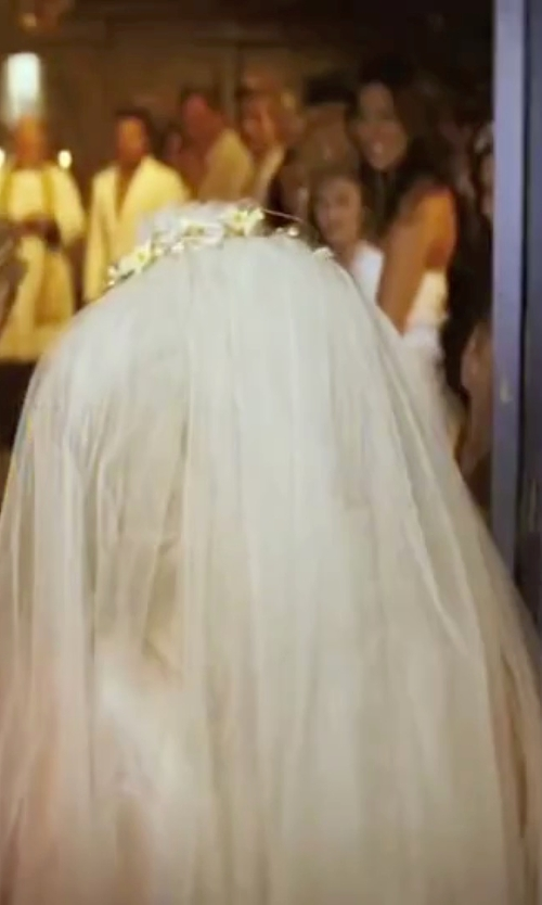 Amanda Seyfried with Venus Jewelry Bridal Wedding Veil in Mamma Mia!