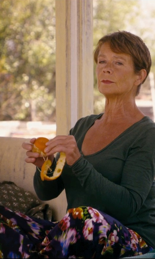 Celia Imrie with Miu Miu Floral Design Casual Pants in The Second Best Exotic Marigold Hotel
