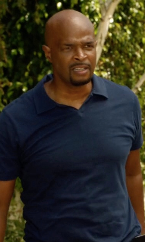 Damon Wayans with Michael Kors Textured Linen-Blend Short-Sleeve Polo Shirt in Lethal Weapon