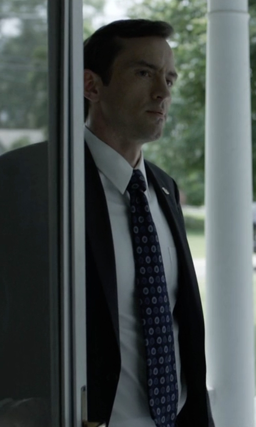 Nathan Darrow with Robert Talbott Medallion Silk Tie in House of Cards