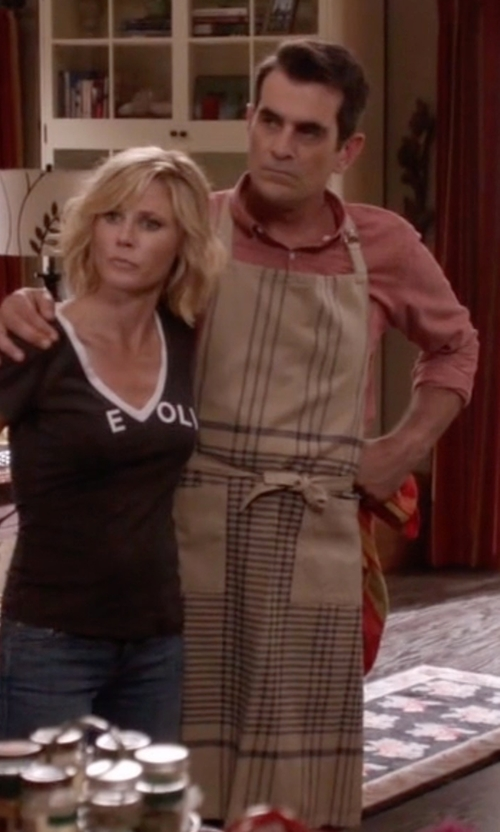 Ty Burrell with Williams-Sonoma Calias Stripe Apron in Modern Family