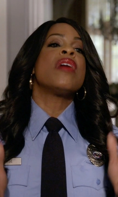 Niecy Nash with Jennifer Zeuner Large Hoop Earrings in Scream Queens