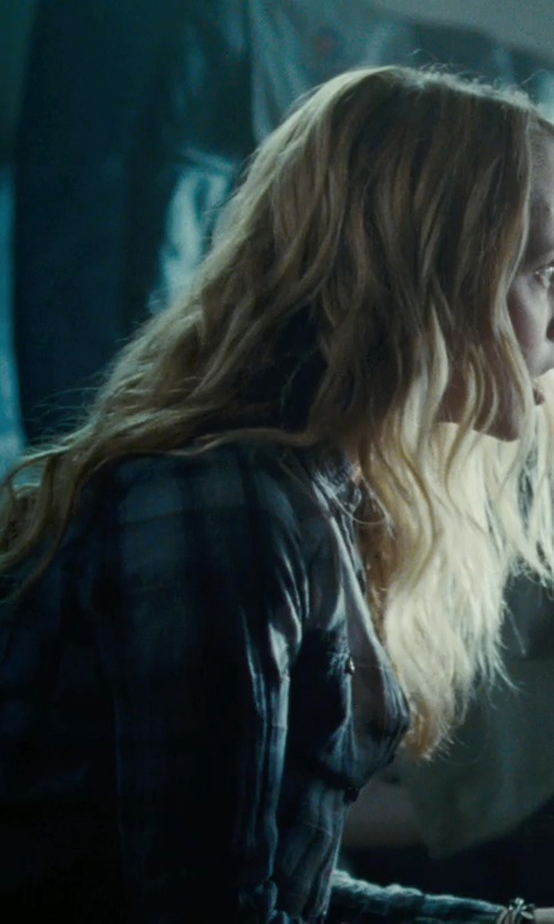 Teresa Palmer with BDG Flannel Button-Down Shirt in Warm Bodies