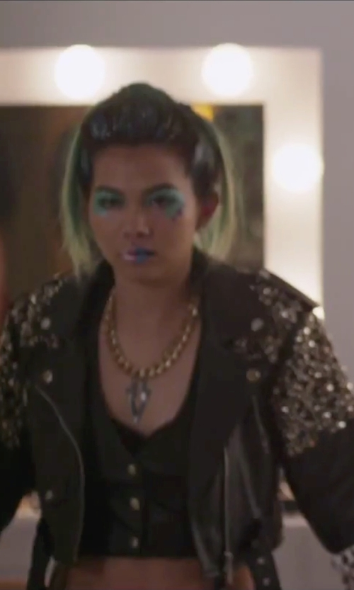 Hayley Kiyoko with Etosell Chunky Curb Link Chain Necklace in Jem and the Holograms