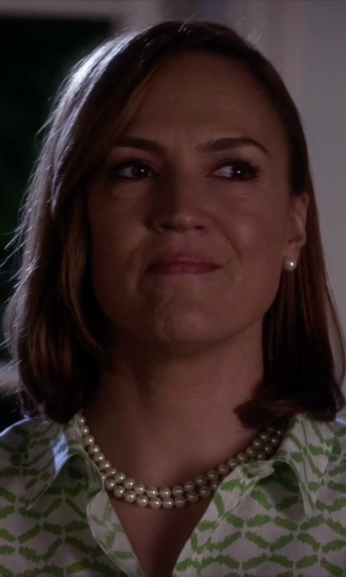 Lesley Fera with Lord & Taylor Freshwater Pearl Stud Earrings in Pretty Little Liars