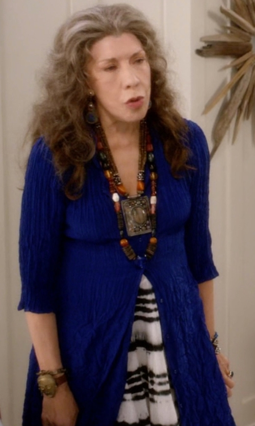 Lily Tomlin with Brodie Long Fitted Cashmere Cardigan in Grace and Frankie