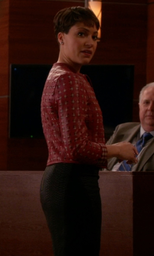 Cush Jumbo with Lafayette 148 New York Riche Crepe Revelin Skirt in The Good Wife