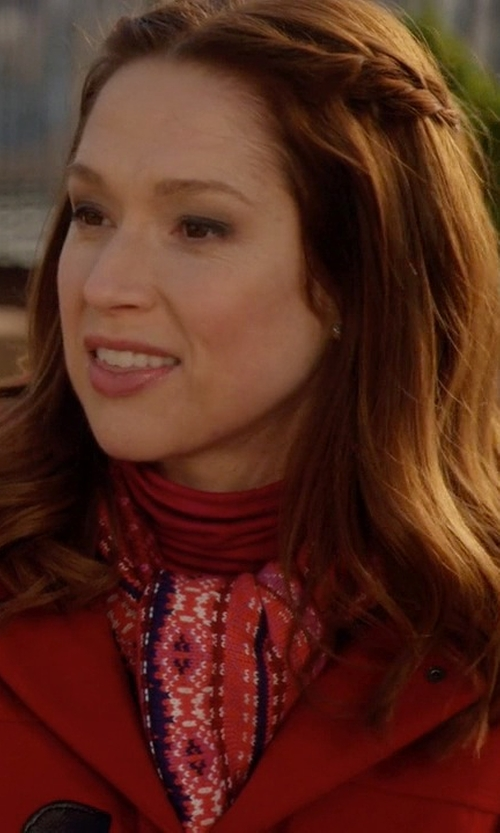 Ellie Kemper with Prana Carmen Scarf in Unbreakable Kimmy Schmidt