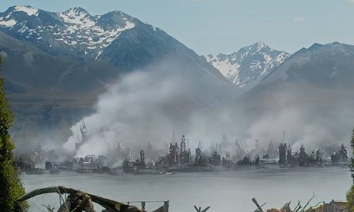 Orlando Bloom with Lake Pukaki (Depicted as Shores Of Laketown) Canterbury, New Zealand (Depicted As Middle Earth) in The Hobbit: The Battle of The Five Armies