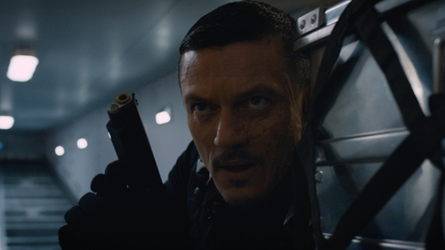 Luke Evans with Damascus Hybrid Duty Gloves in The Fate of the Furious