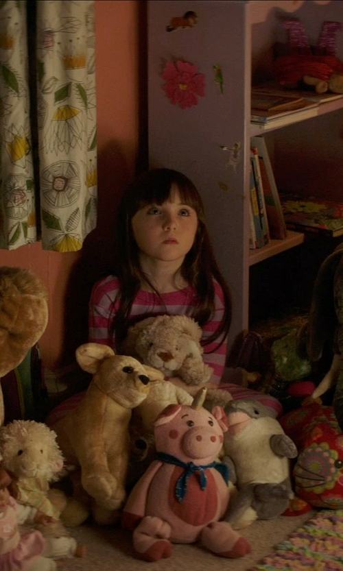 Kennedi Clements with Steiff My First Steiff Teddy Bear in Poltergeist