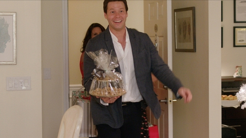 Ike Barinholtz with Calvin Klein Reversible Dress Belt in Sisters