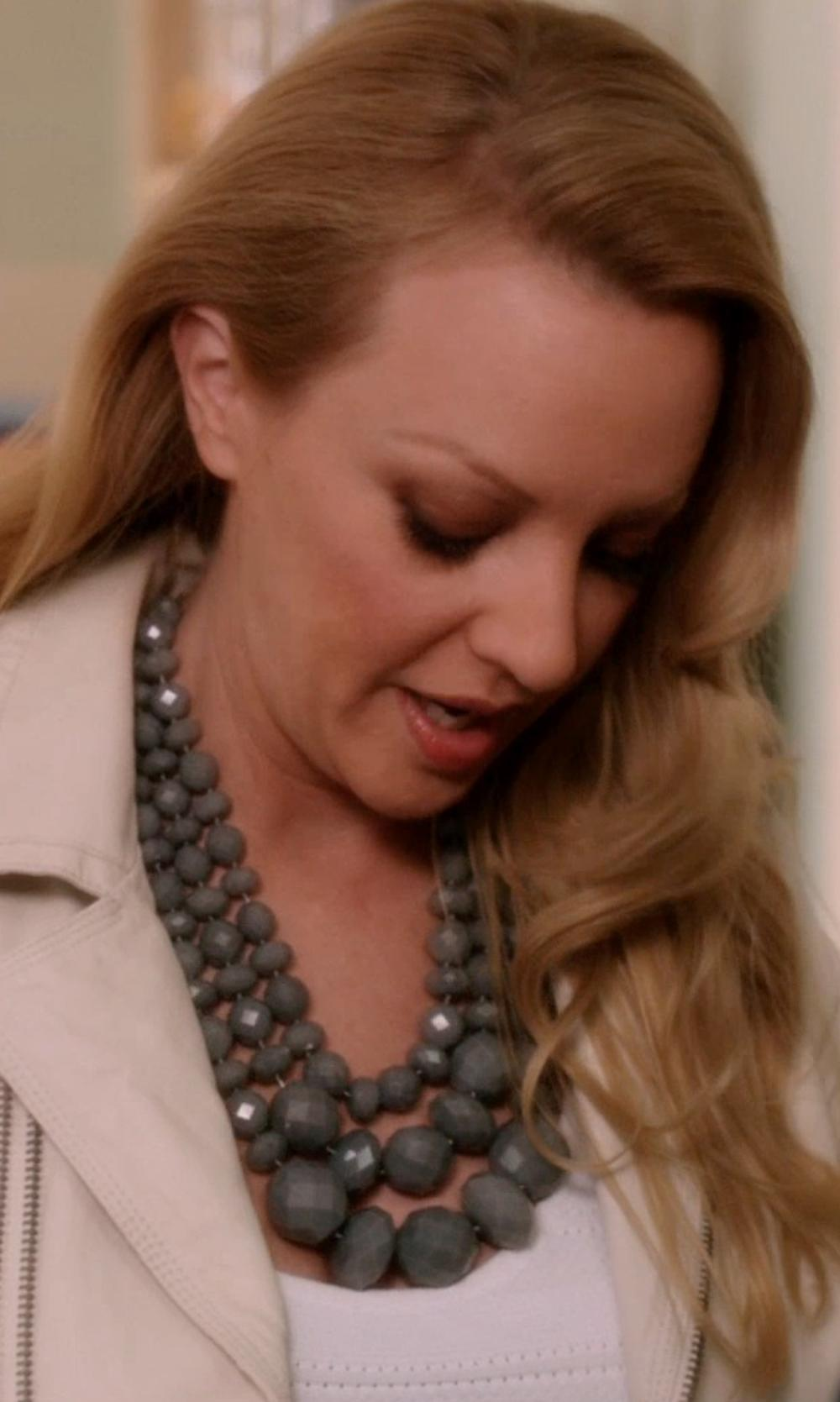 Wendi McLendon-Covey with Natasha Large Oval Statement Necklace in Blended