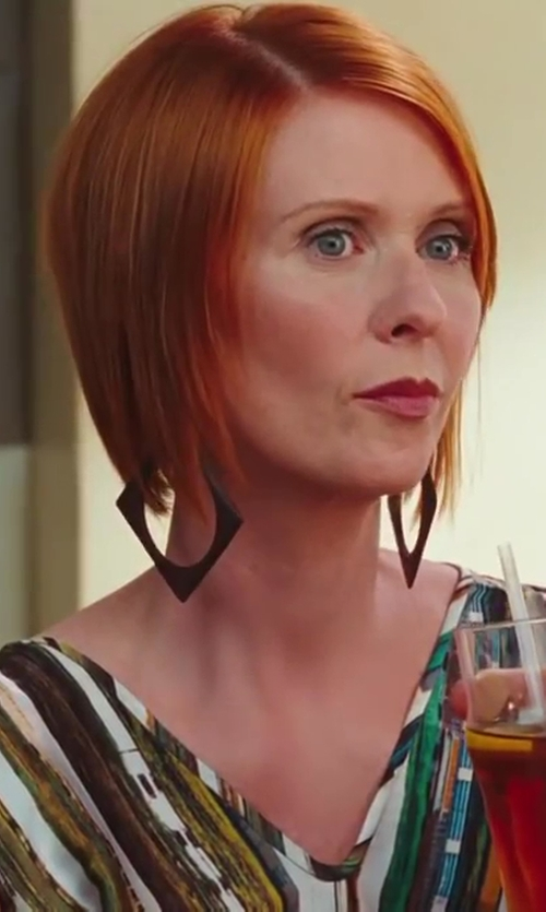 Cynthia Nixon with The Lost Lanes Sterling Silver Square Hoop Earrings in Sex and the City 2