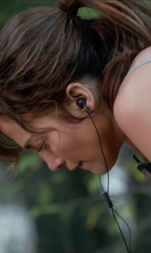 Jennifer Lopez with Skullcandy Earbuds With Mic in The Boy Next Door