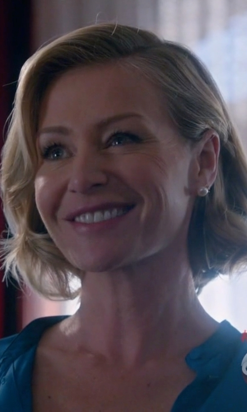 Portia de Rossi with Ruth Tomlinson  Pearl Encrusted Stud Earrings in Scandal